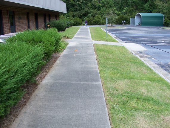 Concrete cleaning driveway cleaning in fayetteville for Concrete driveway cleaner